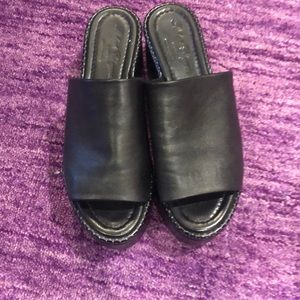 Black Robert Clergerie platform slide FR 40.5 / 10